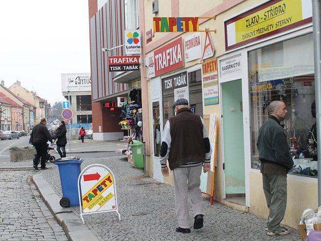 Trafiku na slánské pěší zóně navštívil pachatel s nožem v ruce jako první