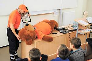 Děti se v kladenské nemocnici učily, jak předcházet úrazům.