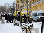 Ještě před očekávaným třetím hokejovým soubojem o baráž mezi kladenskými Rytíři a Motorem České Budějovice došlo v Kladně ke konfliktu fanoušků.