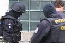 Policisté zadrželi v úterý ve středních Čechách více než dvě desítky lidí. Důvodem jsou údajně daňové úniky.