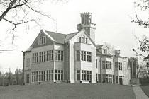 Původní vzhled vily a parku