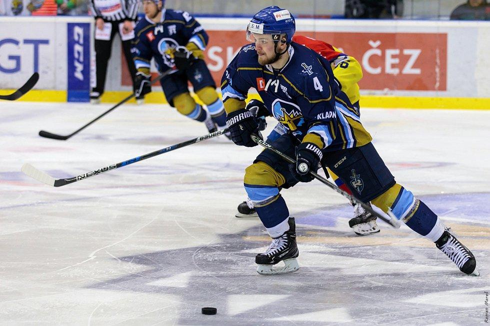 České Budějovice porazily ve čtvrtém zápase série Kladno (v modrém) a snížily stav na 1:3. Martin Kehar