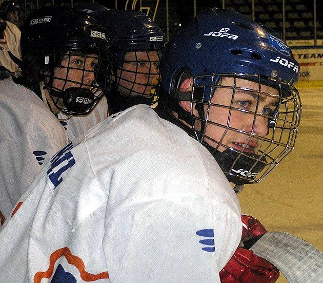 Jan Doskočil z Kladna si vyzkoušel dospělý hokej v celku Řisut.