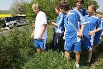 Mladí fotbalisté z Kladna jsou již v bezpečí. Nikomu se naštěstí nic nestalo.