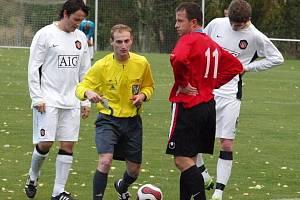 Tomáš Procházka (vlevo) dal druhý gól Lhoty.