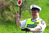 NA SILNICÍCH Kladenska policisté kontrolují nejen řidiče osobních aut, ale i těch nákladních.