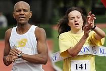 Vítězové Kladenského maratonu  2010 Mulugeta Serbessa (absolutní vítěz - čas 2:28:21, bohužel se mu ale nepodařilo pokořit traťový rekord) a Michaela Dimitriadu (nejlepší žena - čas 2:57:58, vytvořila si osobní rekord, absolutně 13. místo)