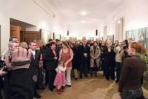 Vernisáž výstavy obrazů Karla Součka v Zámecké galerii města Kladna.