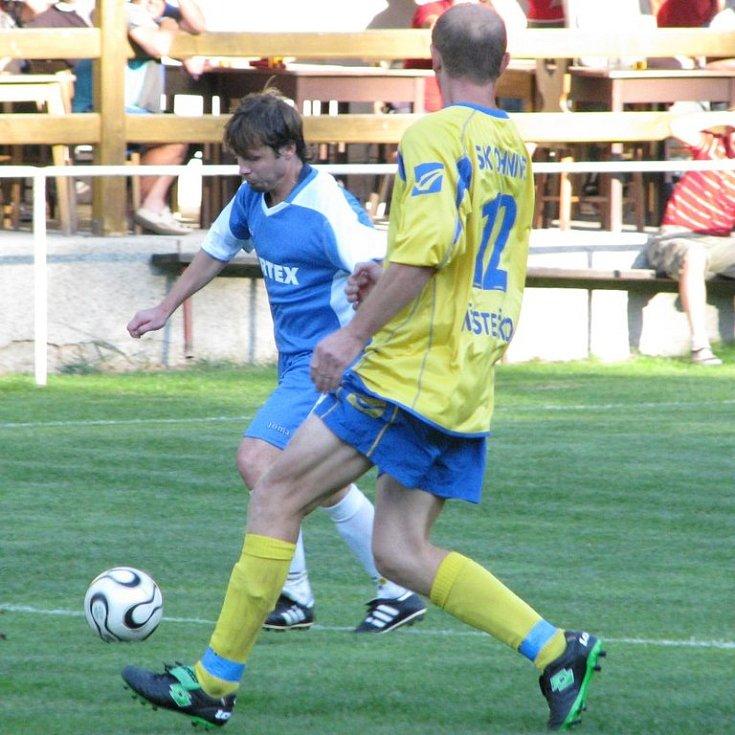 Petr Maňkoš (v modrém).