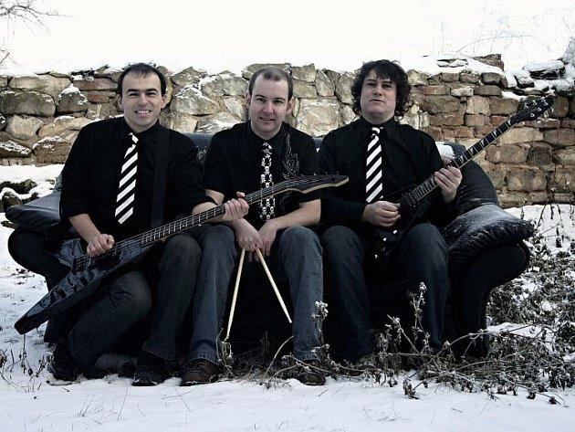 Totální nasazení. Kapela ze Slaného patříci mezi českou punkovou špičku samozřejmě nebude na festivalu chybět. Na své si přijdou i příznivci stylu ska.