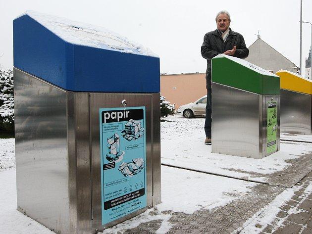 PODOBNÉ PODZEMNÍ kontejnery na tříděný i směsný odpad, jaké mají například v Mladé Boleslavi, by se mohly příští rok objevit také v Kladně.
