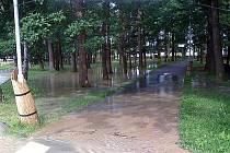 Potopa v areálu kladenského stadionu na Sletišti.