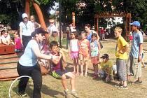 Nově otevřené hřiště s mnoha zábavnými prvky nazvané Hrad Kocour, se v sobotu odpoledne zaplnilo v rámci Dne dětí desítkami malých zájemců. Po celé odpoledne se o ně starali skauti ze  střediska Modrý kruh.