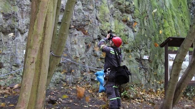 Cvičení HZS a Letecké služby PČR na Slánské hoře