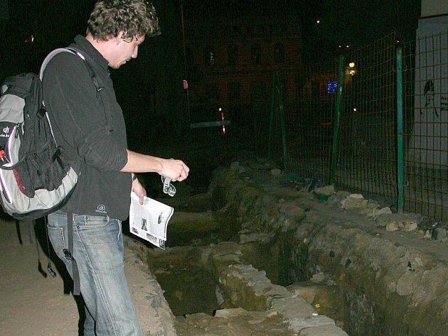 Za záchranu jedinečných památek ve slánském podzemí se rozhodli bojovat i studenti architektury, kteří přijeli do Slaného krátce před zahájením zemních prací ve Vinařického ulici.