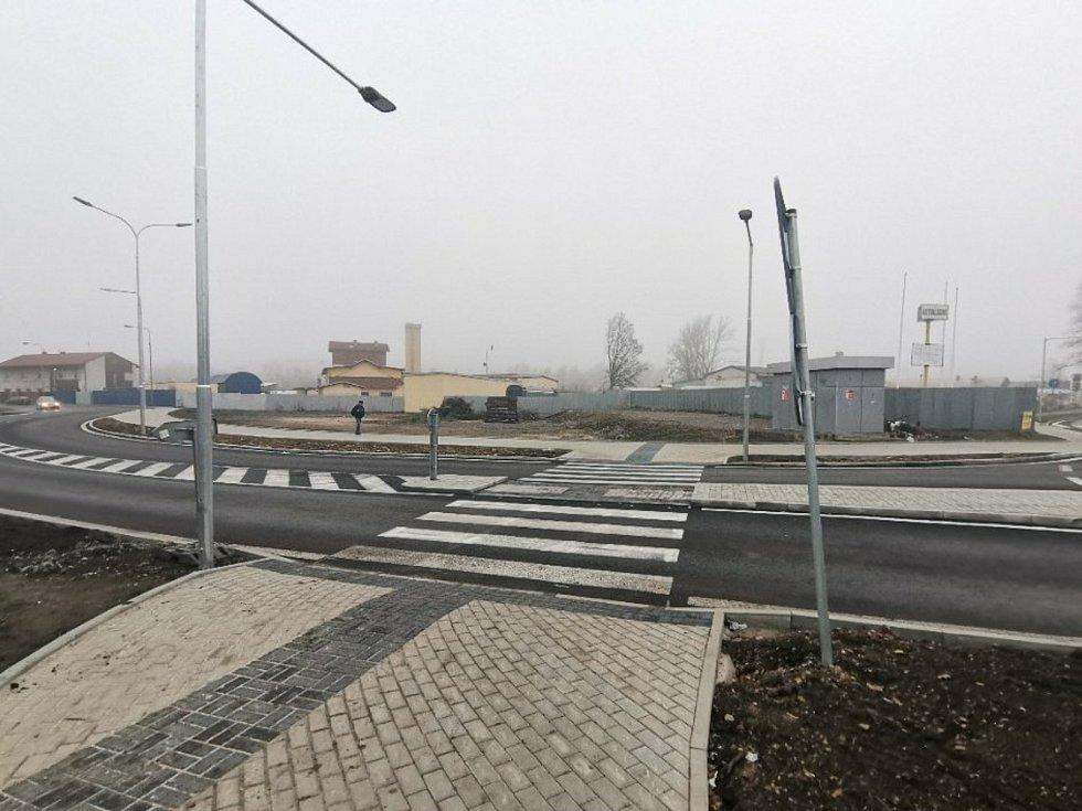 Kruhový objezd v Kladně Na Kovárně.