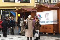 Součástí francouzských dnů v Kladně bude v úterý 24. března přes poledne happening u kaple sv. Floriána na pěší zóně.