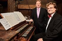 Ivo Horňák a Pavel Černý - zakladatelé a hlavní tvůrci festivalu Varhany znějící u starobylých varhan v kostele sv. Gotharda ve Slaném.
