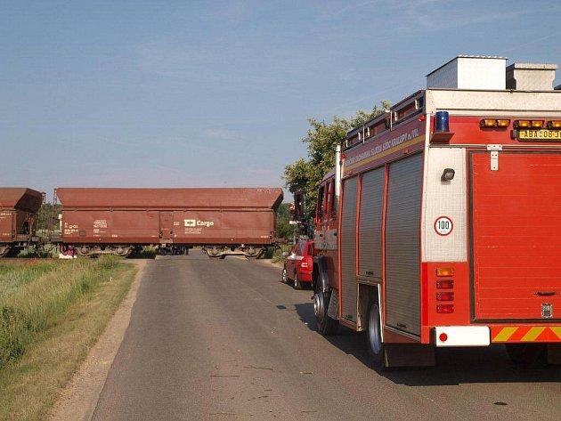 Srážka nákladního vlaku s fabií v Kladně