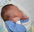 JONÁŠ VNOUČEK, PERUC. Narodil se 4. května. Váha: 3,5 kg, míra 50 cm. Rodiče jsou Jitka Kržová a Jan Vnouček. (porodnice Slaný)