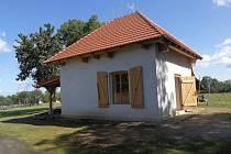 Hrobnický domek sloužil svým účelům naposledy v roce 1952. Od té doby chátral. Nyní už je opět chloubou Zákolanských na Budči.