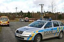 Ranní nehoda ve Stochově, kdy se střetl vlak s multikárou, omezila provoz na trati až do odpoledních hodin.