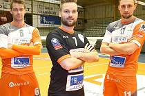 Holandské libero Dirk Sparidans (uprostřed) je posilou volejbalistů Kladna.