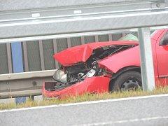 NEJEN POLICISTÉ, ALE I ZÁCHRANÁŘI vyjížděli v pondělí ke třem dopravním nehodám na dálnici D6.