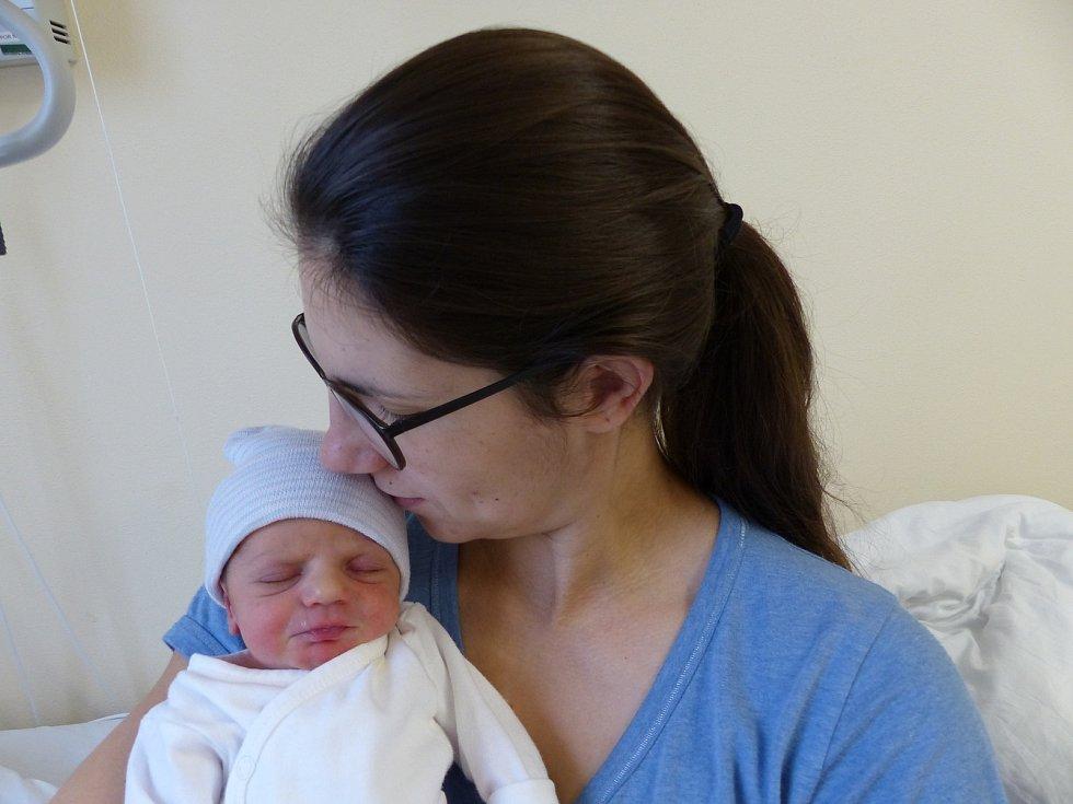 Barbora Zmeškalová se narodila 3. ledna 2021 v kolínské porodnici, vážila 2555 g a měřila 48 cm. V Poděbradech se z ní těší bráška Marek (2) a rodiče Hanka a Miroslav.