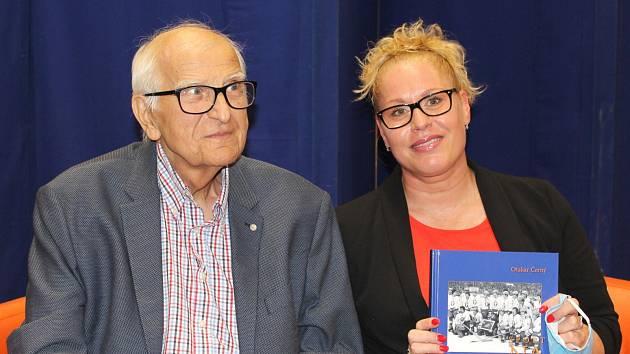 Slavnostní křest knihy Sport na Kladně, jejím autorem je Otakar Černý. Křtila i Věra Pospíšilová-Cechlová