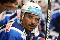 V hokejové extralize Kladno hostilo Brno. Tomáš Plekanec dostává rady od trenéra Petra Fialy.