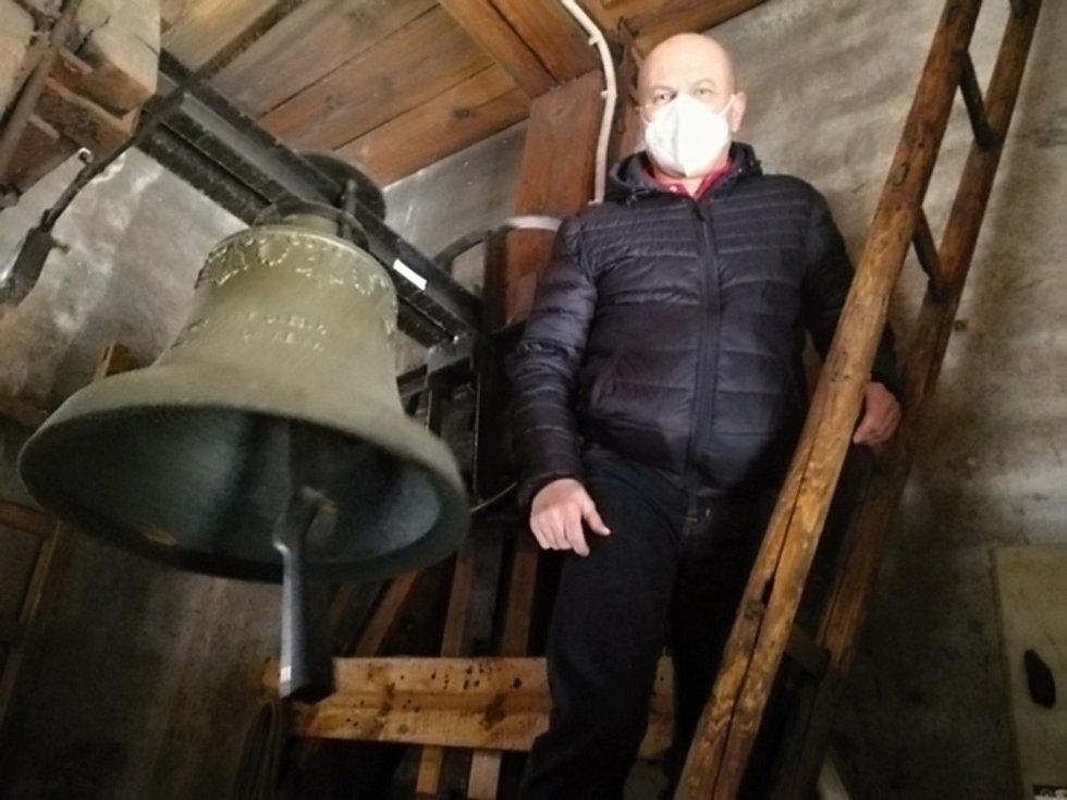 K pietě se připojili také Libušínští. V tamním kostele ovládá zvony elektronika. Na snímku starosta Vladimír Eichler.