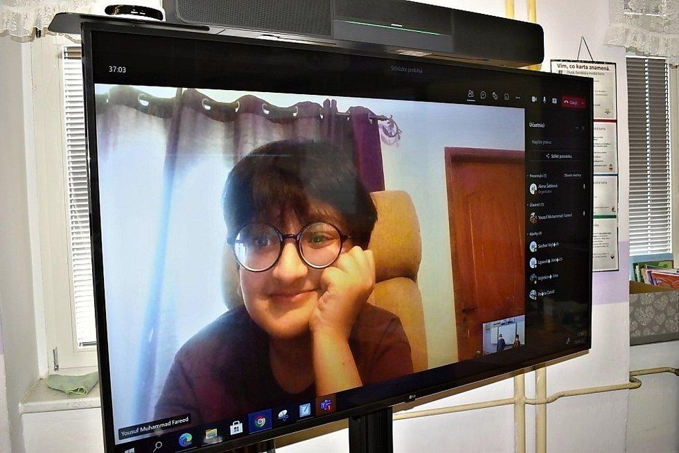 Do pilotního projektu ZŠ Velvary smíšené výuky je zapojena 4. B a z Pákistánu se zapojil i spolužák Fahíd.
