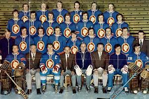 Slavný tým SONP Kladno v mistrovské sezoně 1976/77, jeho členem i Antonín Melč