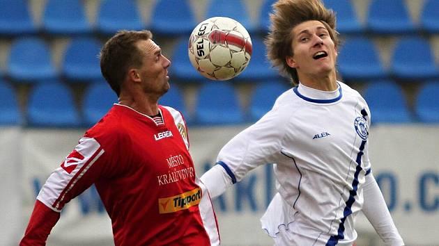 Vpravo Martin Samek //  SK Kladno - Králův Dvůr  2:1 (0:1) , utkání 16 k. CFL. ligy 2011/12, hráno 26.11.2011