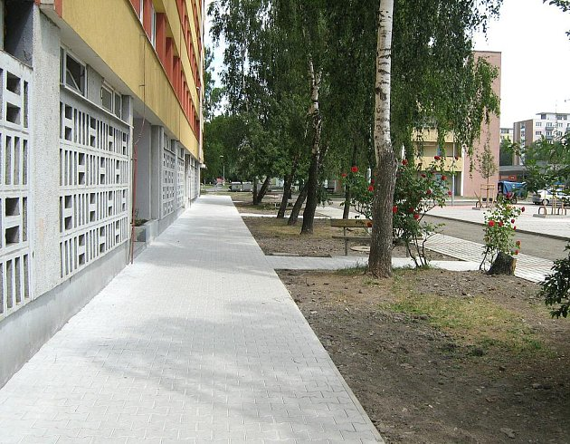 Nový chodník v Italské ulici v Kladně.