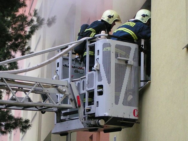 Zasahující hasiči.