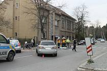 Nehoda Mazdy s motorkou Suzuki ve Slaném