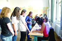 STUDENTSKÉ VOLBY 2012  jsou součástí  programu Jeden svět na školách, konkrétně projektu Kdo jiný? zaměřeného na podporu aktivní účasti mladých lidí v občanské společnosti.