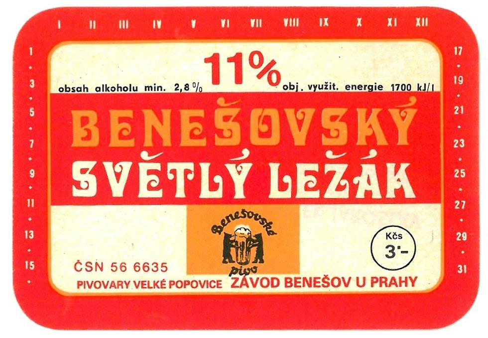 Dominantní červenou barvou byla v 80. letech minulého století označována lahev jedenáctky světlého ležáku.