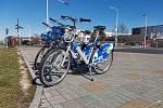 Sdílená kola  jsou už v ulicích Kladna, ve středu bude zahájen jejich provoz.