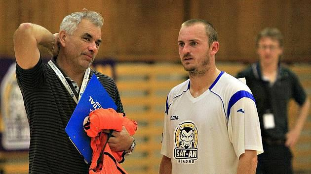 Vpravo je Petr Šnídl (SAT-AN Kladno).