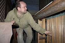 Oldřich Čech opraví dřínovské varhany na vlastní náklady, aby už o Vánocích mohly poprvé zaznít