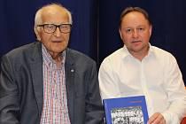 Slavnostní křest knihy Sport na Kladně, tam se autor Otakar Černý sešel i  s Pavlem Paterou, který pod ním hrával jako malý kluk.