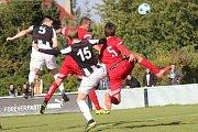 Velké derby I. A třídy: Hřebeč (v pruhovaném) porazila doma Libušín 3:1.