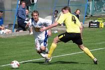 David Hlava (v bílém) je po zranění zpět ve fotbalu, ale hraje už jen pohodu za staré pány Družce.
