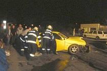 Při vážné dopravní nehodě, ke které došlo ve středu večer ve Stochově-Slovance, se zranilo pět lidí. Nejhůře dopadla dvacetiletá údajně těhotná žena.