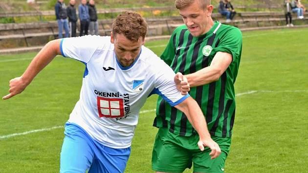 Brandýsek (v bílém) nedal šanci Kročehlavům a vyhrál 3:0.