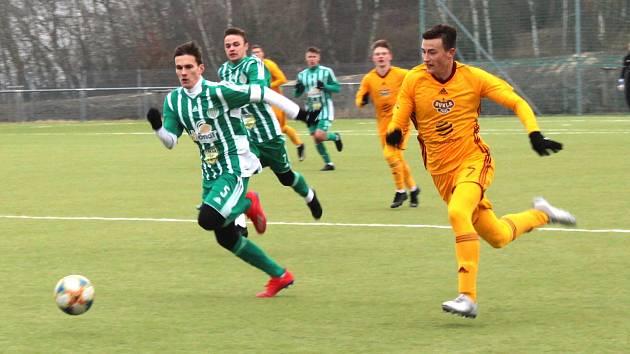 Hostouň (v zelenobílém) v první přípravě podlehla silné Dukle Praha 0:6.