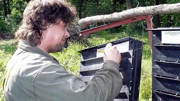 Při poslední kontrole v lesoparku Lapák u Kladna nalezli kontroloři v lapači jen padesát kůrovců.